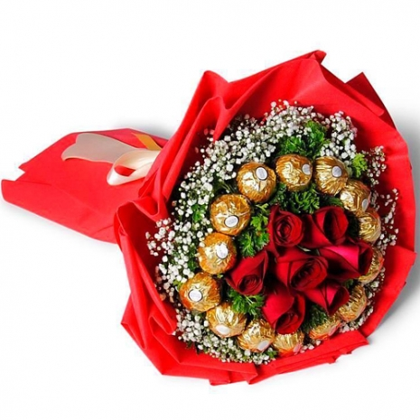 6 Red Roses with 16 Pcs. Ferrero in Bouquet